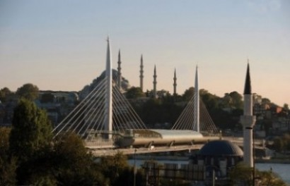 Korumamaya bir örnek: Süleymaniye Camisini perdeleyen Haliç Köprüsü.